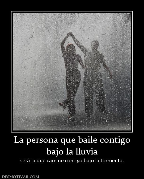 ... contigo bajo la lluvia será la que camine contigo bajo la tormenta
